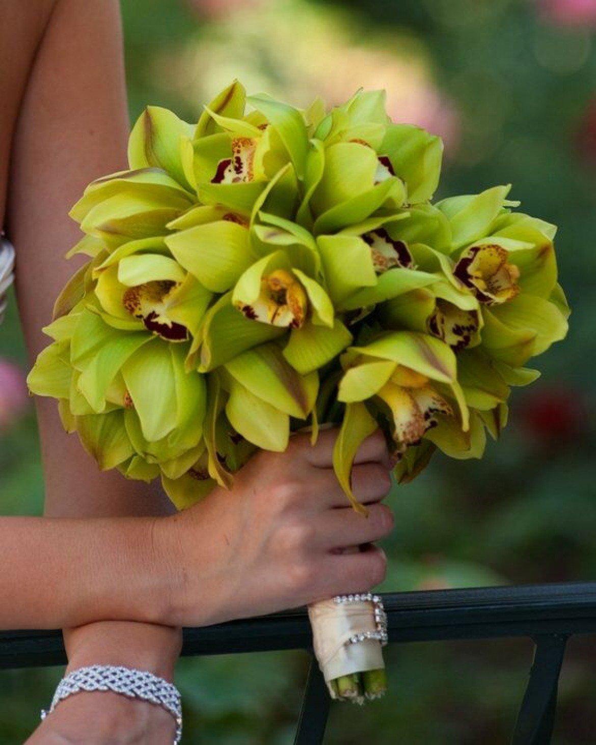 Круглые букет из орхидеи цимбидиум, невесты