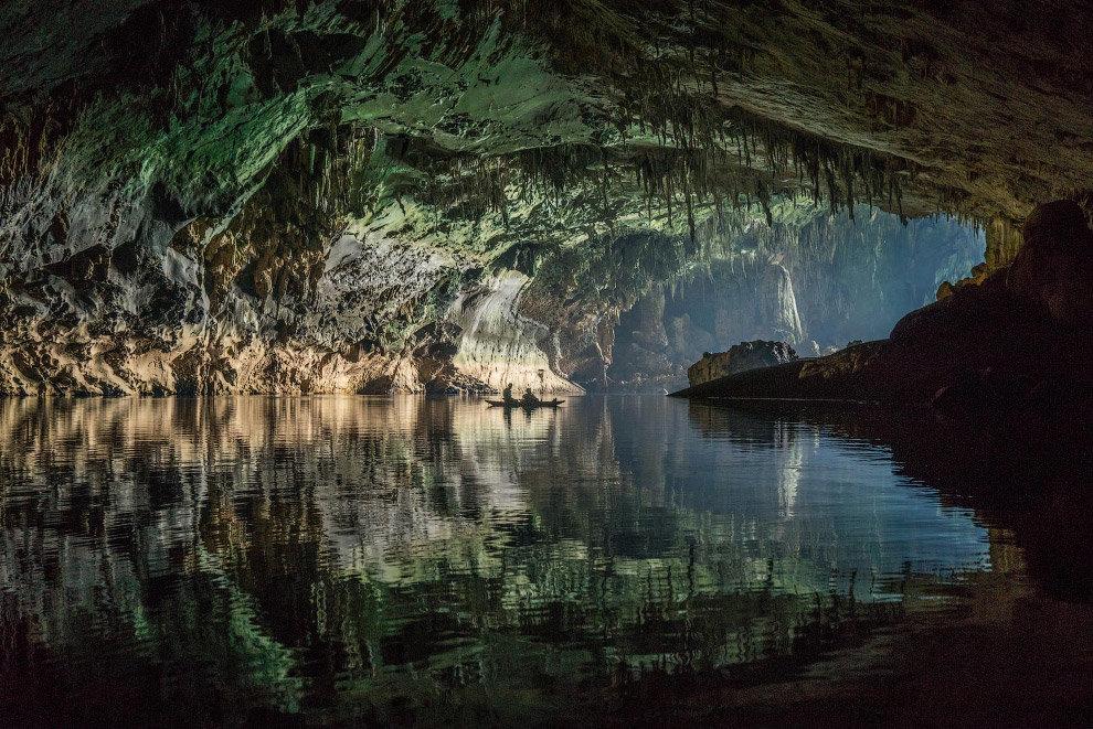 Еще пещера в Лаосе.