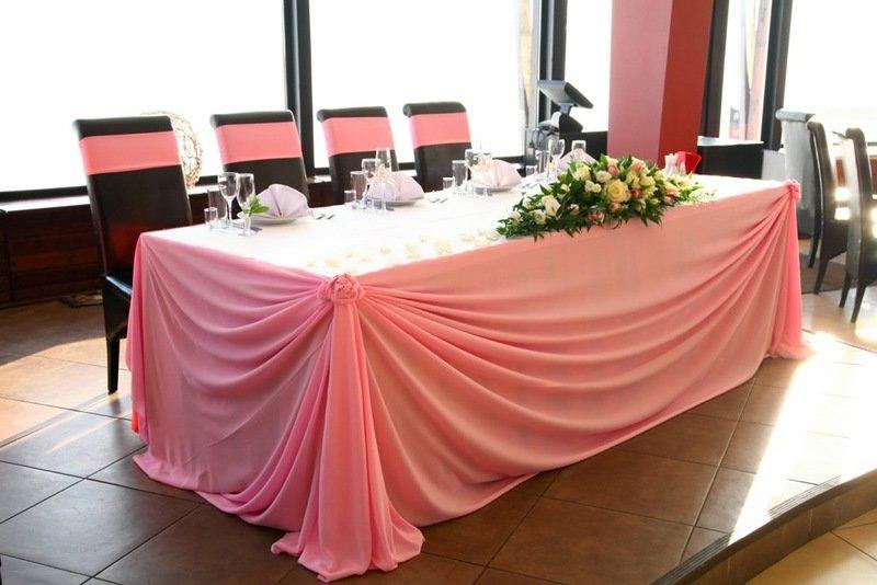 Фото как украсить стол молодоженов 3