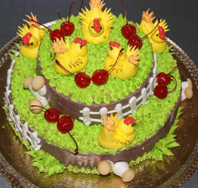 яркий торт с цыплятками