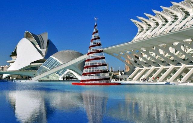 Валенсия. Город искусств и науки (Ciudad de las Artes y las Ciencias) — архитектурный комплекс, является одним из выдающихся образцов современной архитектуры