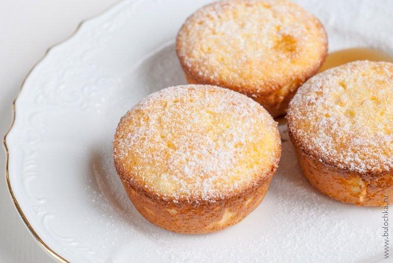 Мы предлагаем вам диетические рецепты из творога с фото и описанием приготовления полезных и здоровых десертов.