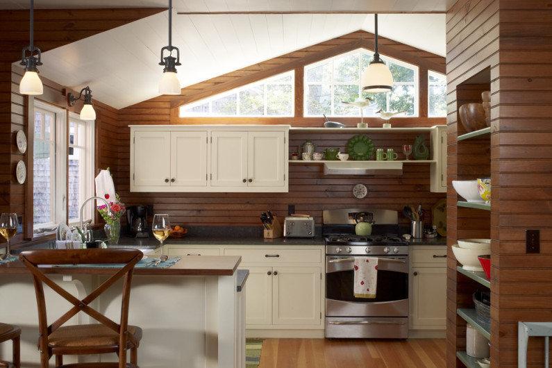 Из чего должна быть сделана качественная кухня для загородного дома?