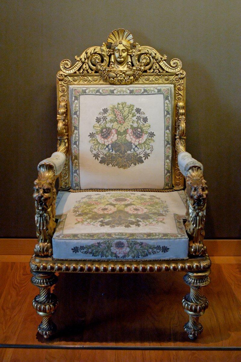 Антикварное кресло ручной работы