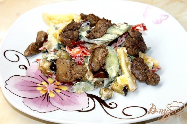 Из курной и утиной печенки чаще готовят теплые салаты с добавлением.