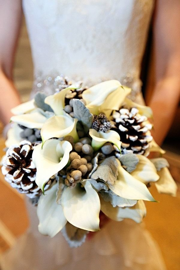 Доставка цветов, зимний свадебный букет невесты с шишками