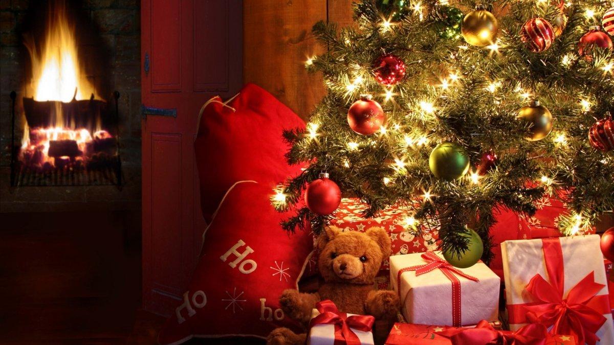 новогодние картинки елка с подарками и камином внимание хорошего человека