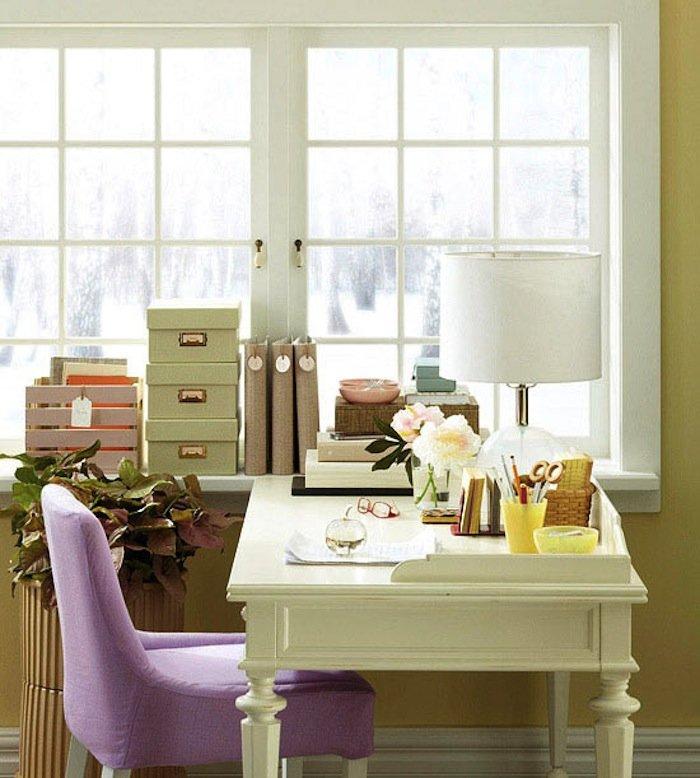 При правильной организации рабочее место может занимать даже не отдельную комнату, а небольшую ее часть, оставаясь при этом удобным и функциональным.