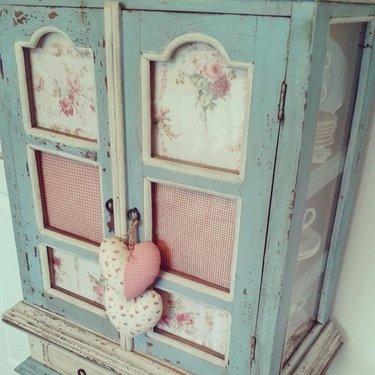 декор шкафа в стиле шебби шик