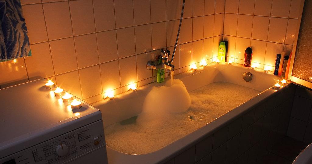 romantic bathtub pictures