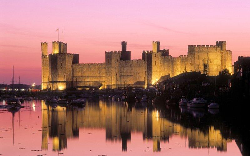 Импозантный замок Карнарвон