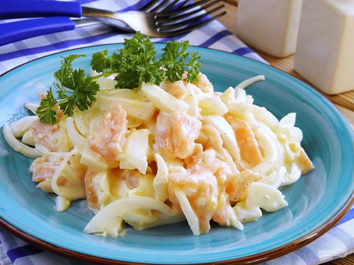 """Это мужской салат, он калорийный и сытный. Попробовав однажды, вы будет его готовить снова и снова. А знаете почему? Потому что салат """"Сытый боцман"""" нереально вкусный! Смотрите и записывайте рецепт."""