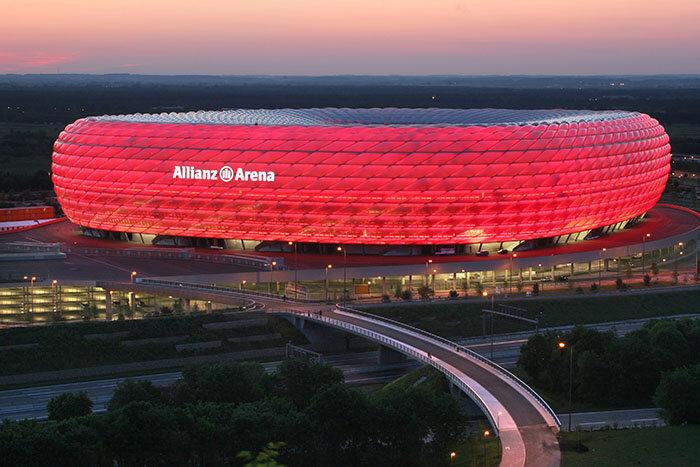 Футбольный стадион «Альянц Арена» в Мюнхене.