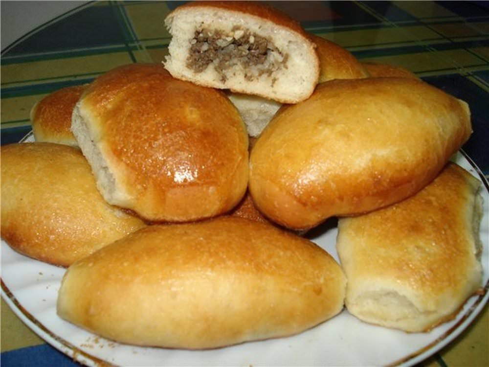 Пирожки с грибами, луком и яйцом в духовке.