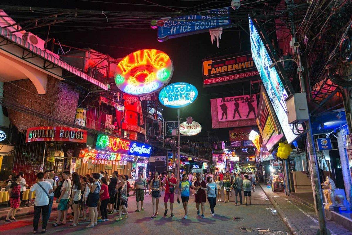 если таиланд паттайя волкин стрит фото блондинку черном