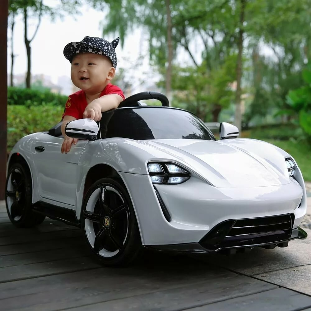 Картинка ребенок и машина