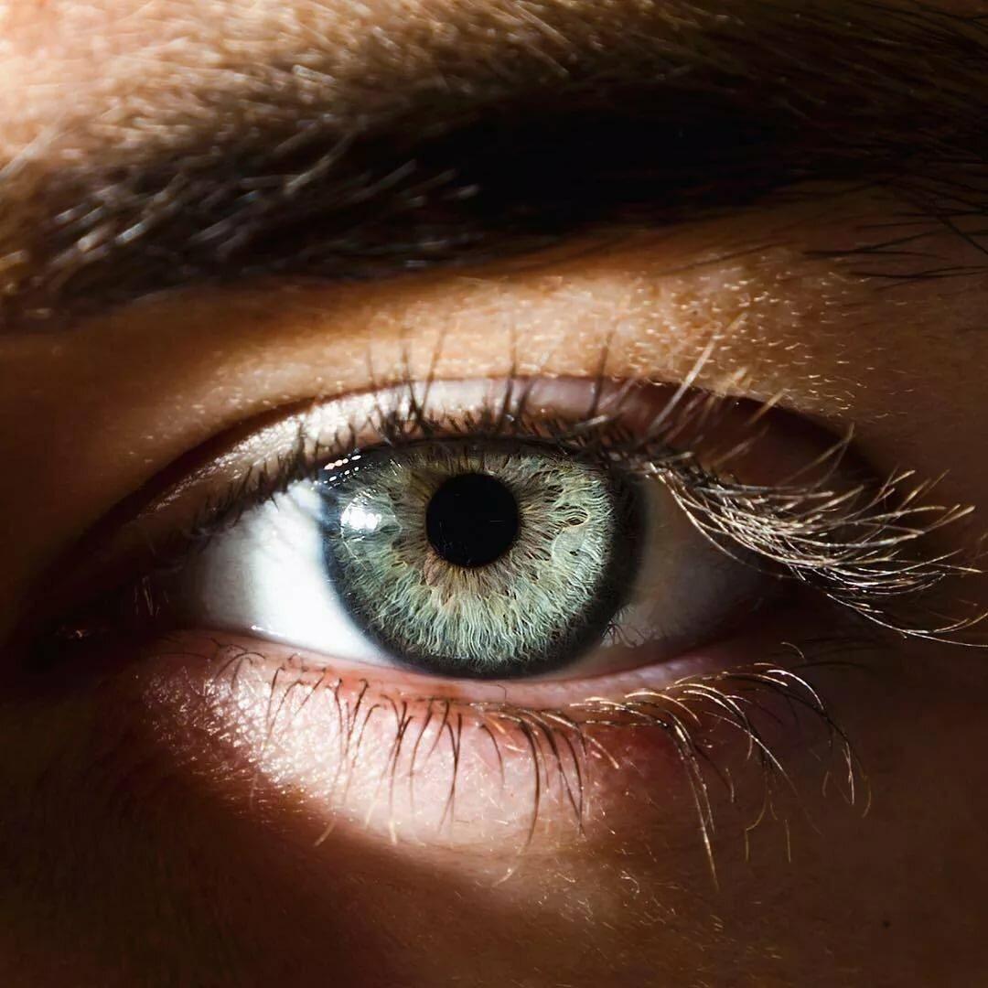 карие глаза картинка мужские