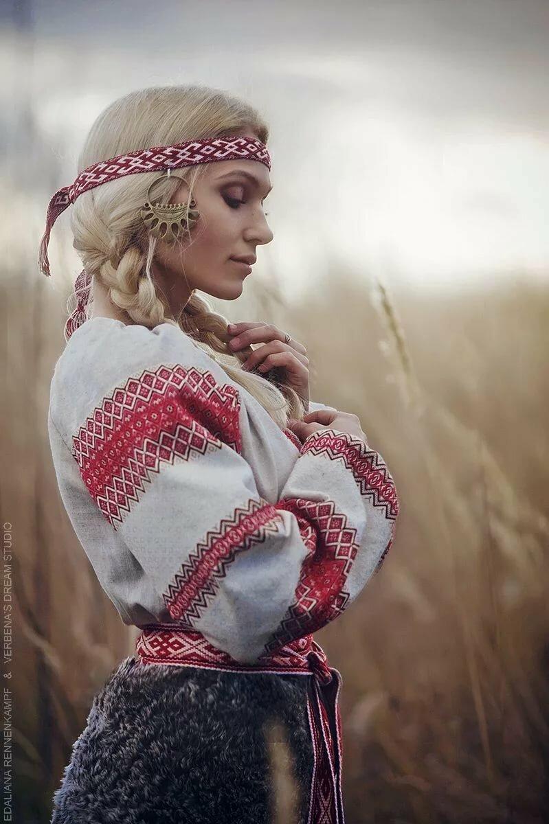 Древнерусская девушка картинка