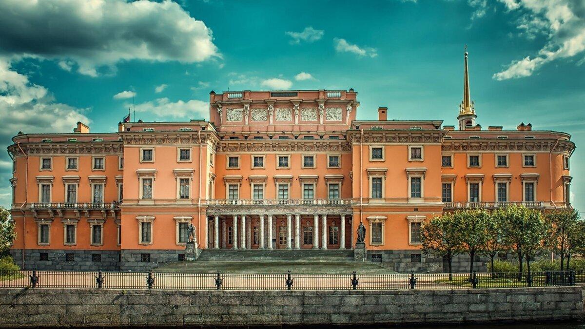 Михайловский замок фото туристов