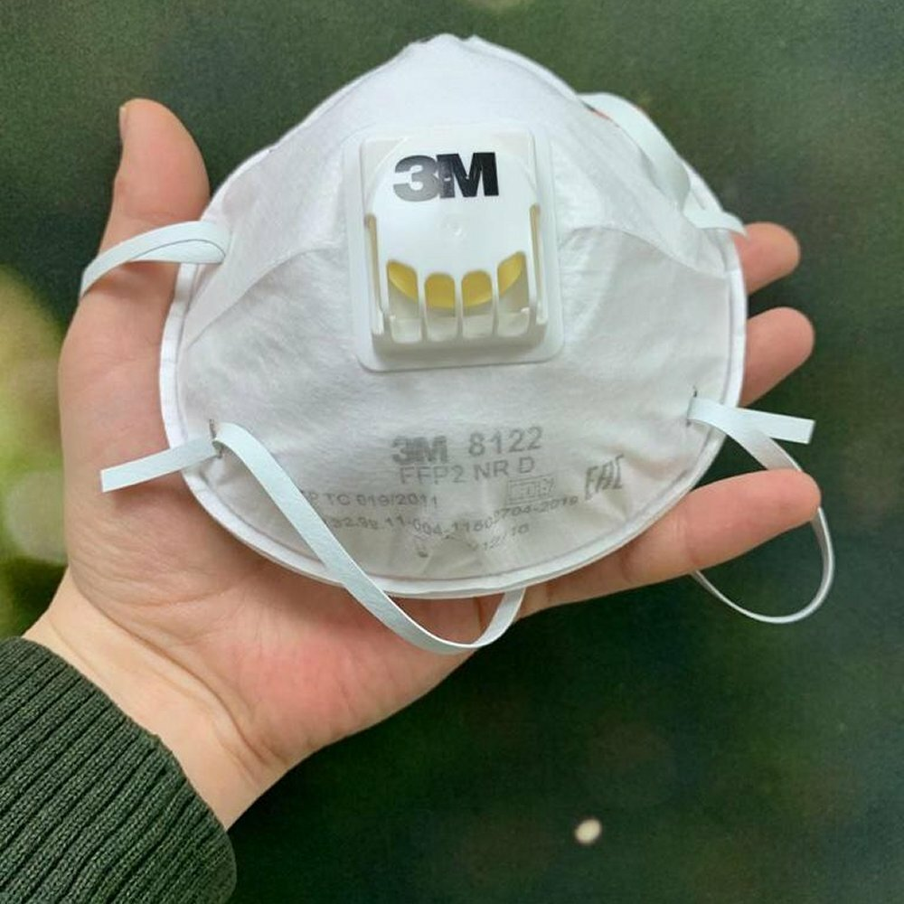 Защитная маска-респиратор с клапаном 3М