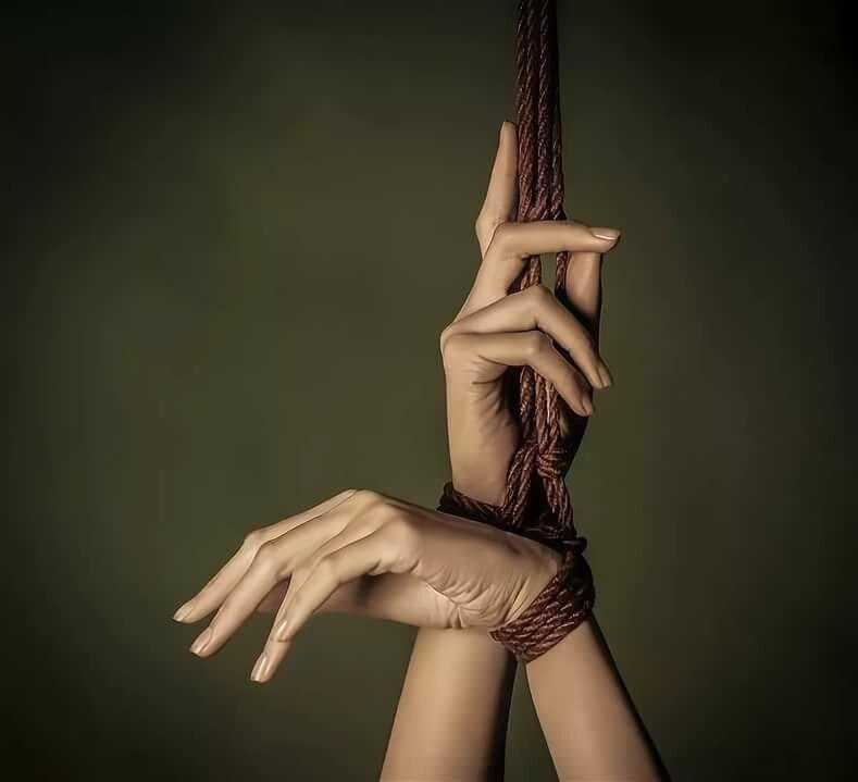 Связанные женские руки картинки