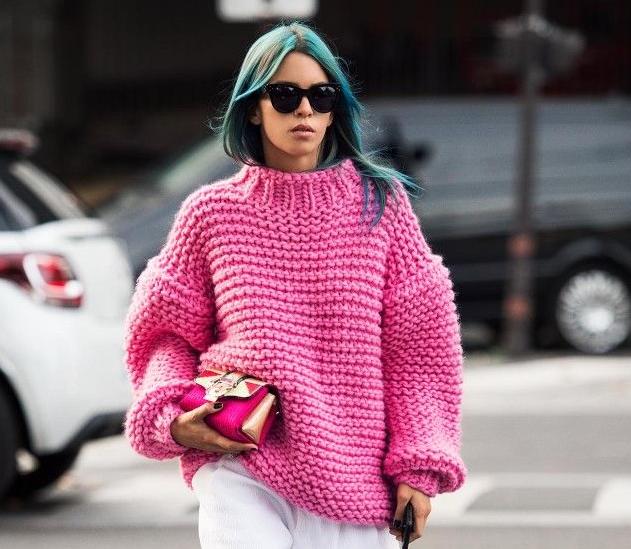 Тренд сезона:свитер / свитер крупной вязки.