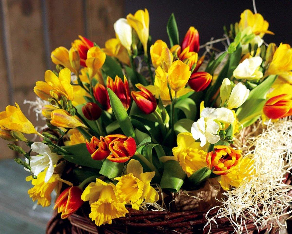Весенний букет праздник для мамы, букет