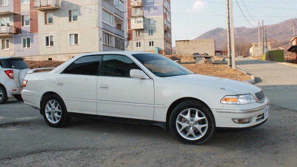 Toyota Mark II Белая
