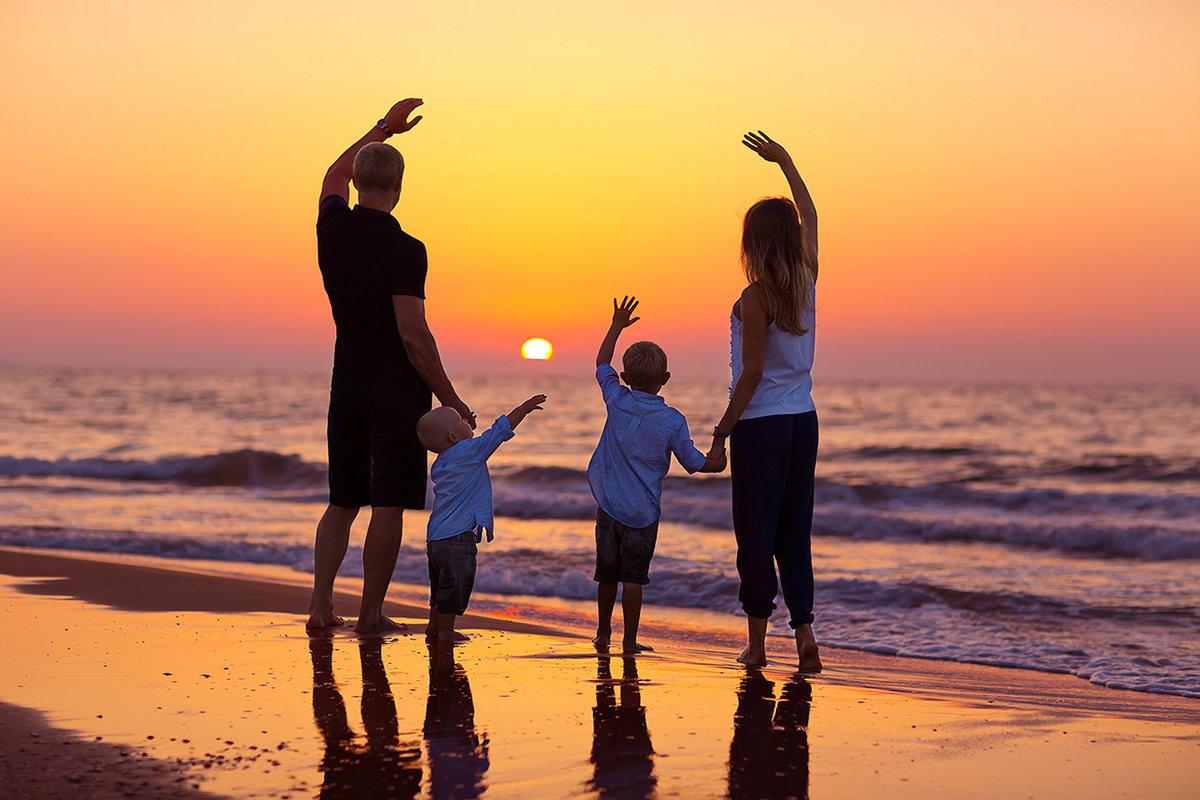 фото на рабочий стол семья возле моря