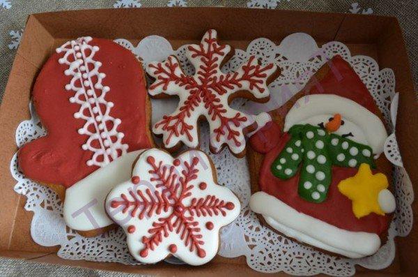 Пряник сувенирный с глазурью стал модным кулинарным сувениром на любой праздник.
