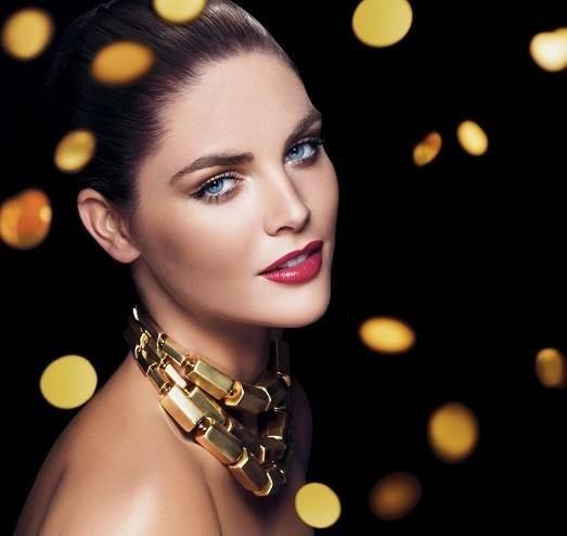 Новый год - это особенный день, поэтому не удивительно что каждая из нас в эту ночь хочет быть самой красивый. Интересные варианты макияжа для Нового года порадуют вас.