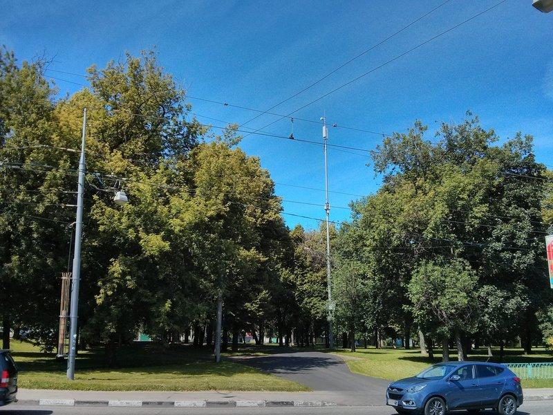 Столб с антеннами Теле2 ждет включения сети в Москве