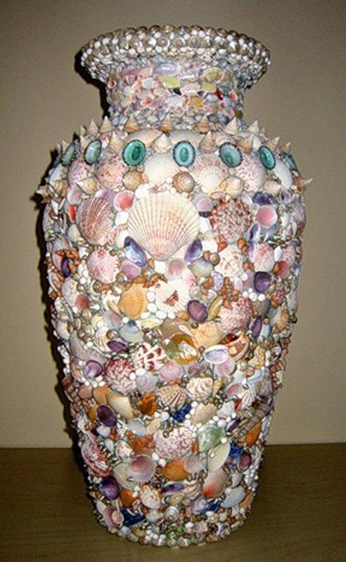 былые как обклеить старую вазу цветными камнями фото часть экспозиции составляют