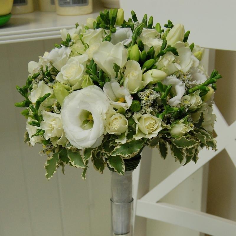Букет невесты из эустомы лизиантус, оптом ценами