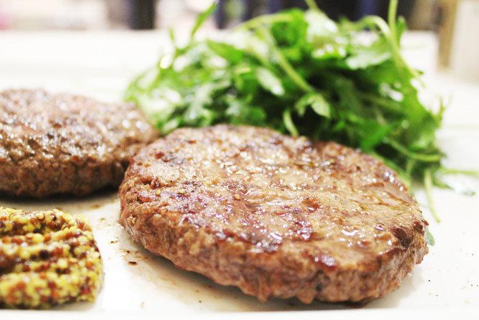 бифштекс рубленный из говядины рецепт с фото займет всего