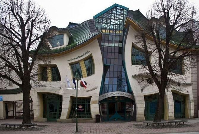 Кривой домик (Сопот, Польша, архитектор Яцек Карновски) .