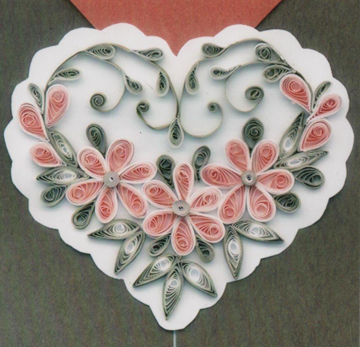 Сердце на открытке в технике квиллинг, удивительного