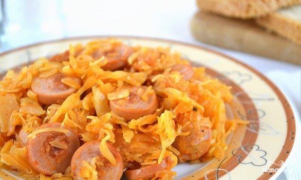 квашеная тушёная капуста с сосисками