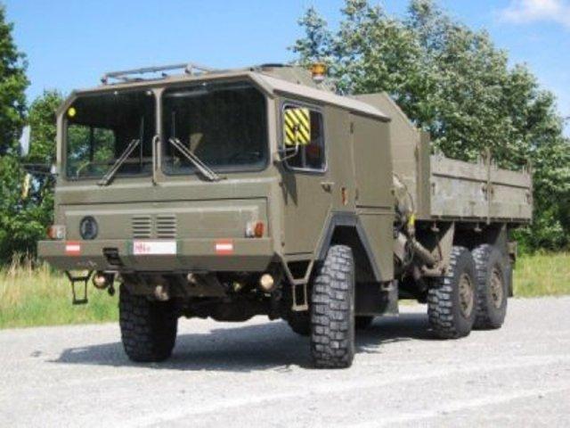 Военные автомобили.