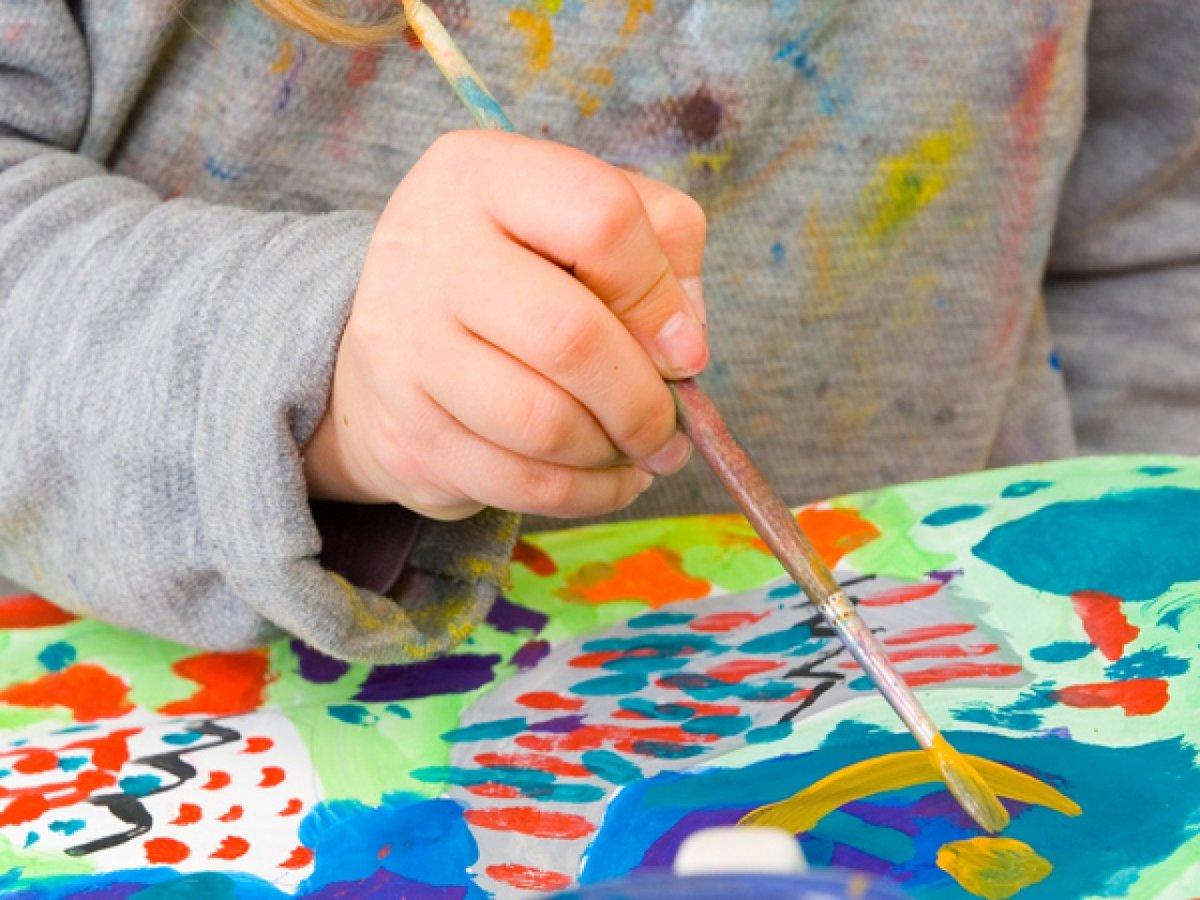 Картинка как дети рисуют лепят