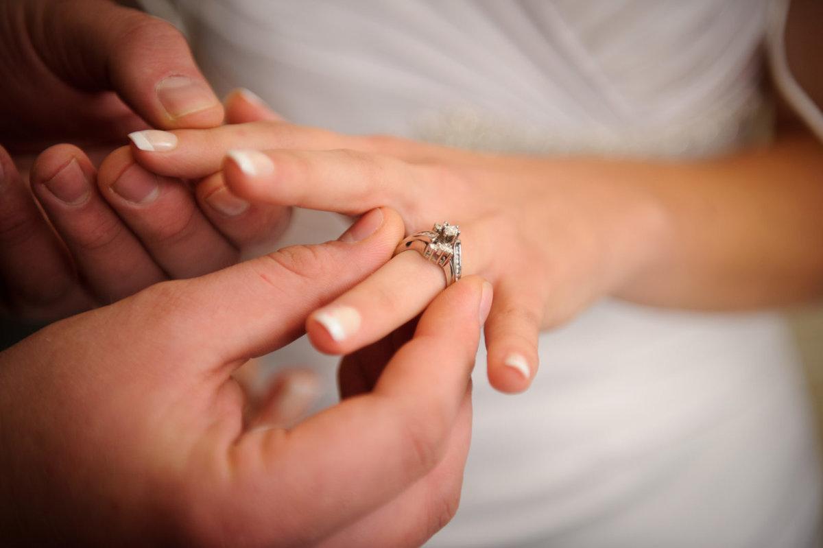 Я увидела, как теряется кольцо моего знакомого.