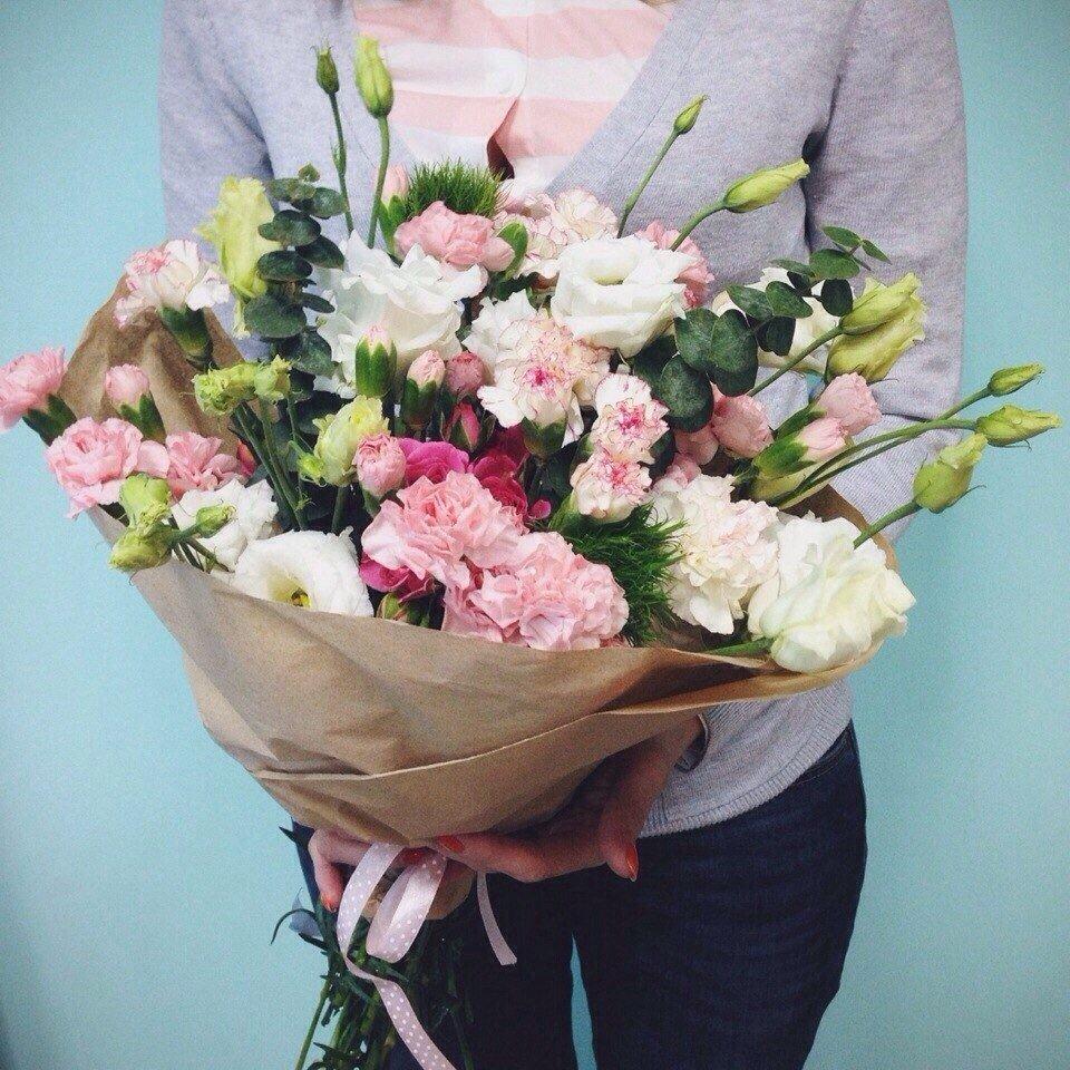 Цветы, букет с гвоздикой кустовой