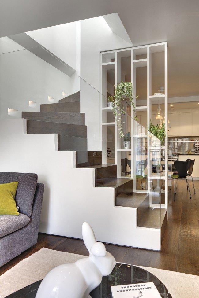 Легкость и светопрозрачность, но в то же время безопасность конструкции лестницы со стеклянными перилами