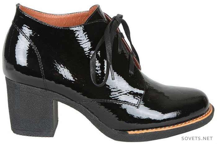 Модные женские ботинки на широком каблуке