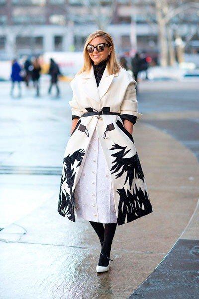 Naseeba Adilova, у нее шикарное, черно-белое пальто-колокольчик