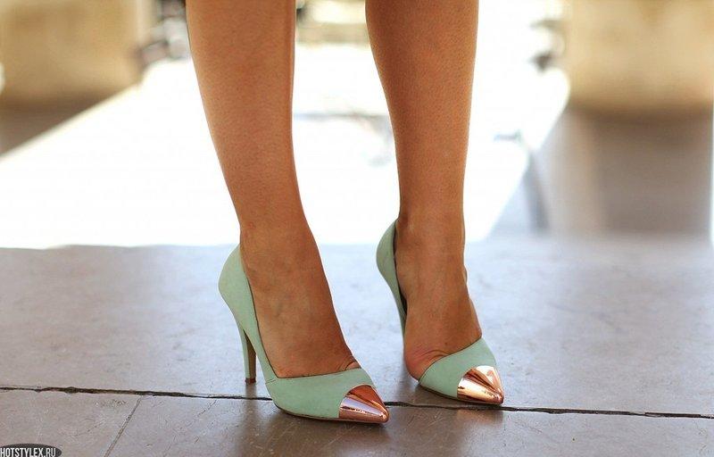 Туфли-лодочки с острым розово-золотистым мыском