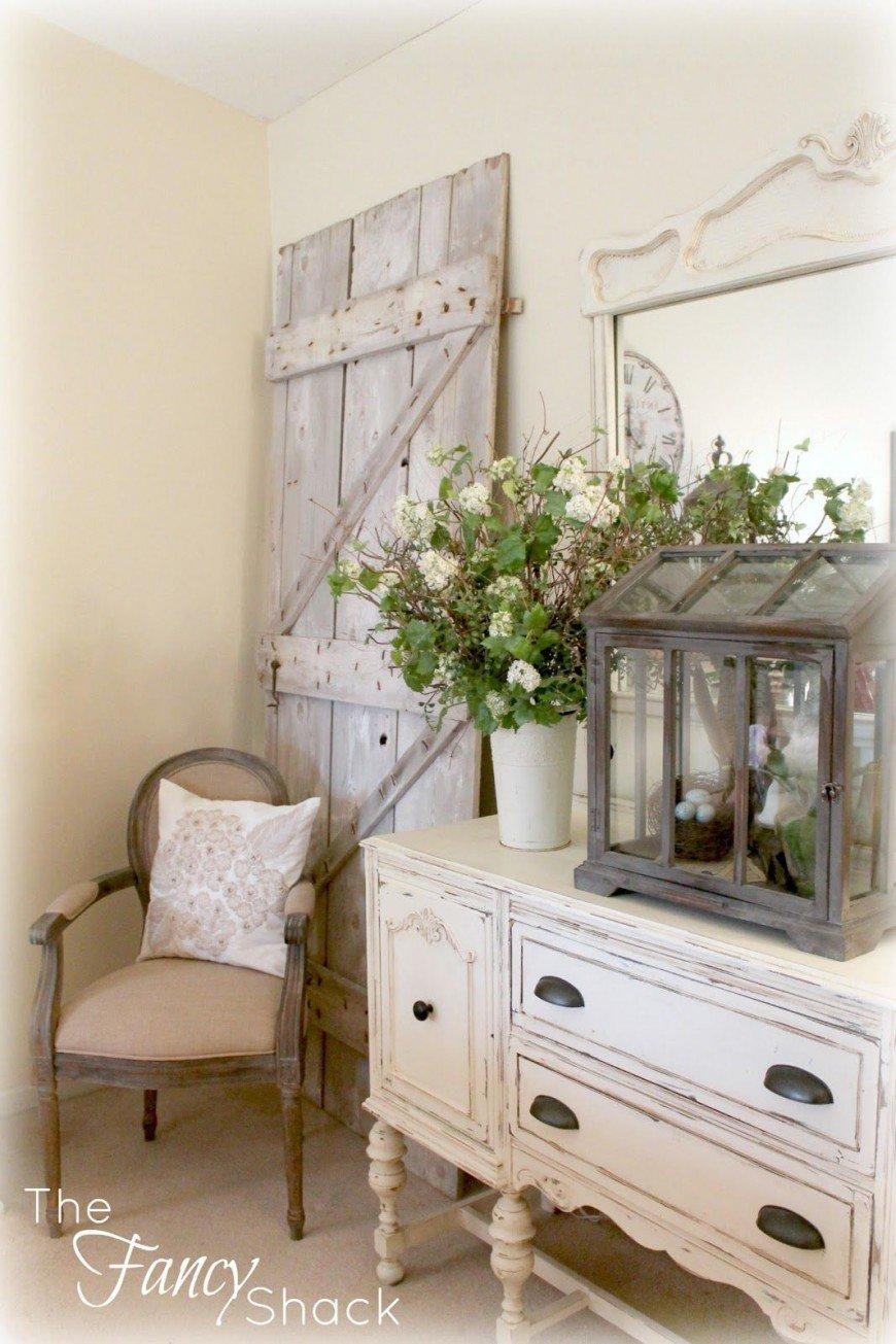 Старая дверь в углу, украсит ваш интерьер