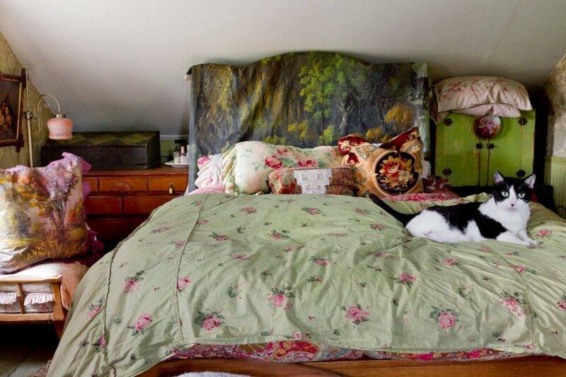Стиль бохо в интерьере спальни на чердаке