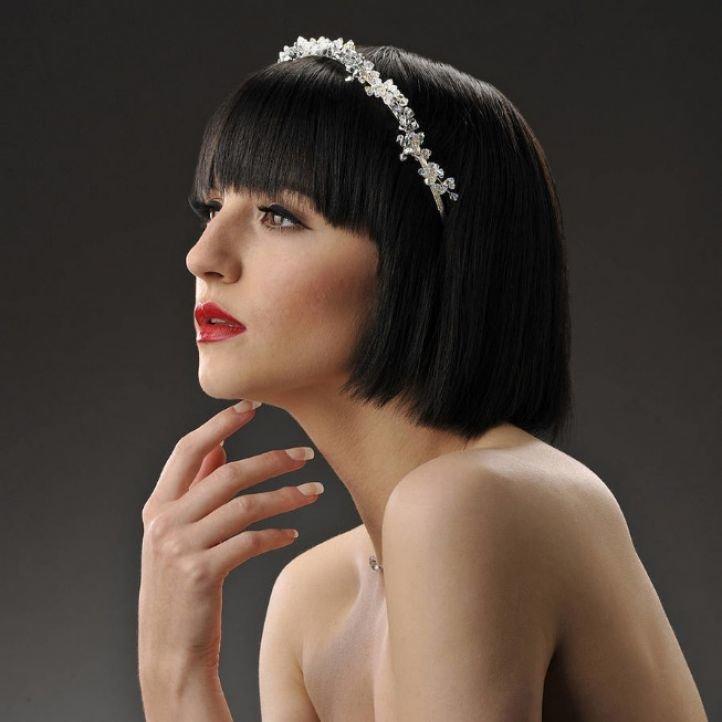 Свадебная прическа на короткие волосы с обручем