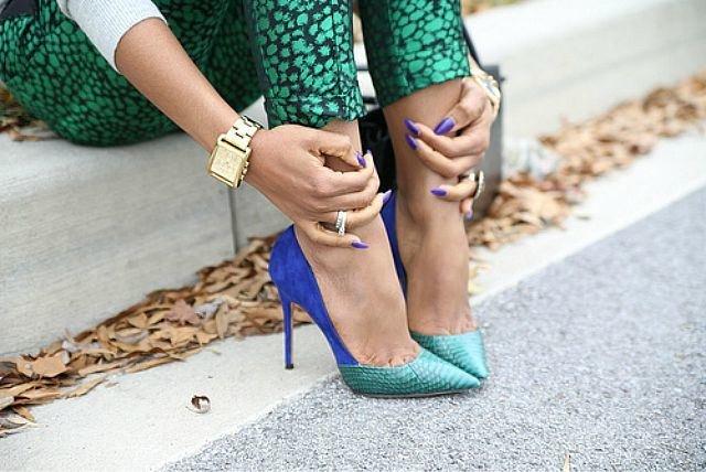туфли-лодочки на шпильке со змеиным принтом